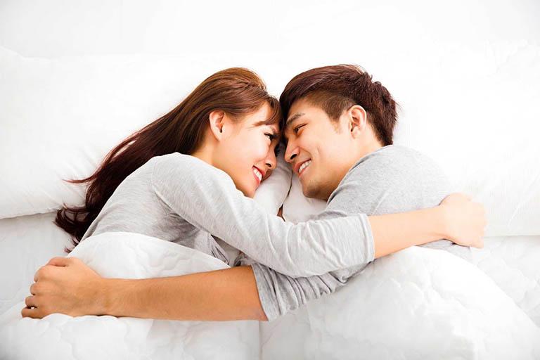 Quan hệ tình dục an toàn giúp phòng tránh bệnh xoắn tinh hoàn